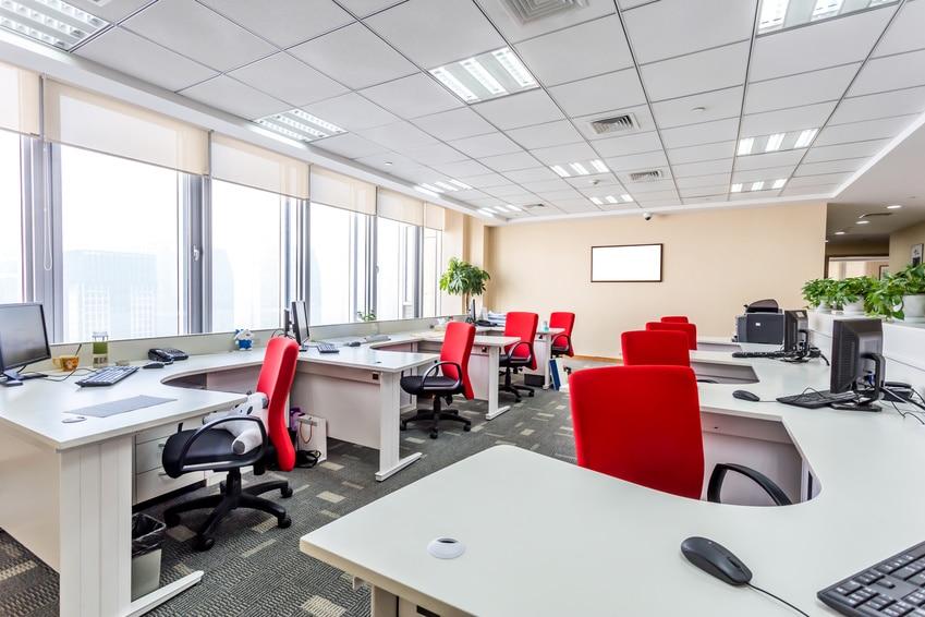 Bureaux professionnels agencés en fonction des normes légales en vigueur